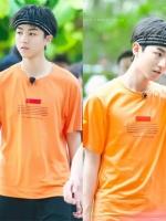 เสื้อยืดแขนสั้นสีส้ม TFBOYS พิมพ์ลายด้านหน้า