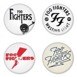 ของที่ระลึกวง Foo Fighters เลือกด้านหลังได้ 4 แบบ เข็มกลัด, แม่เหล็ก, กระจกพกพา หรือ พวงกุญแจที่เปิดขวด 1 แพ็ค 4 ชิ้น [11]