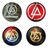 ของที่ระลึกวง Linkin Park เลือกด้านหลังได้ 4 แบบ เข็มกลัด, แม่เหล็ก, กระจกพกพา หรือ พวงกุญแจที่เปิดขวด 1 แพ็ค 4 ชิ้น [4]