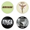 ของที่ระลึกวง Nirvana เลือกด้านหลังได้ 4 แบบ เข็มกลัด, แม่เหล็ก, กระจกพกพา หรือ พวงกุญแจที่เปิดขวด 1 แพ็ค 4 ชิ้น [5]