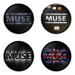 ของที่ระลึกวง Muse เลือกด้านหลังได้ 4 แบบ เข็มกลัด, แม่เหล็ก, กระจกพกพา หรือ พวงกุญแจที่เปิดขวด 1 แพ็ค 4 ชิ้น [4]
