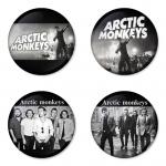 ของที่ระลึกวง Arctic Monkeys เลือกด้านหลังได้ 4 แบบ เข็มกลัด, แม่เหล็ก, กระจกพกพา หรือ พวงกุญแจที่เปิดขวด 1 แพ็ค 4 ชิ้น [11]