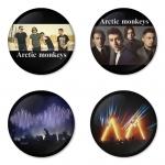 ของที่ระลึกวง Arctic Monkeys เลือกด้านหลังได้ 4 แบบ เข็มกลัด, แม่เหล็ก, กระจกพกพา หรือ พวงกุญแจที่เปิดขวด 1 แพ็ค 4 ชิ้น [14]