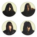 ของที่ระลึกวง Ramones เลือกด้านหลังได้ 4 แบบ เข็มกลัด, แม่เหล็ก, กระจกพกพา หรือ พวงกุญแจที่เปิดขวด 1 แพ็ค 4 ชิ้น [1]