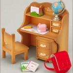 [หมดแล้ว] ซิลวาเนียน โต๊ะเขียนหนังสือเด็ก (JP) Sylvanian Families Child Desk Set V3%